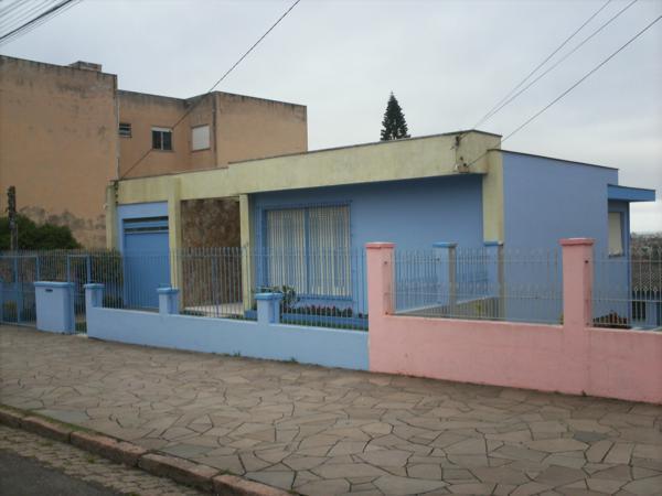 Casa 3 quartos para alugar no bairro Medianeira, em Porto Alegre