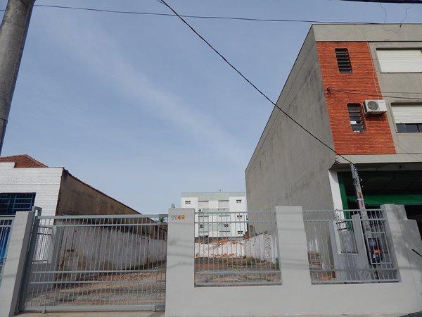 Lote/Terreno para alugar no bairro Sao Geraldo, em Porto Alegre