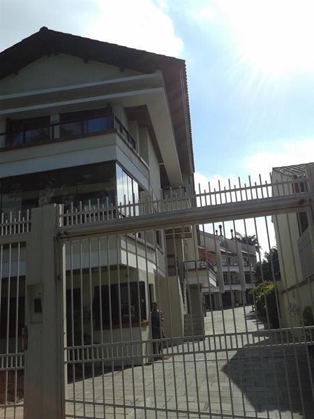Casa em Condomínio 4 quartos para alugar no bairro Menino Deus, em Porto Alegre