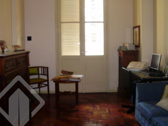 Ótimo apartamento no centro de Porto Alegre, peças amplas, pé direito alto, bem iluminado e silencioso. 04 dormitórios, 02 salas, gabinete, área de serviço, 02 banheiros, banheiro auxiliar, dependência de empregada, cozinha, closet, sacadão na frente. Possibilidade de locação de garagem nas proximidades.  Agende sua visita!! Também disponível pelo WhatsApp ao lado!!