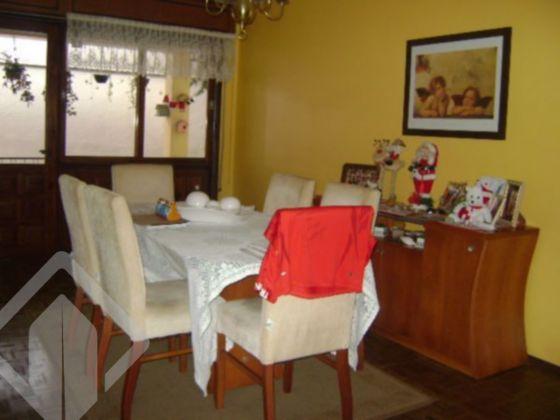 Ótima casa no bairro Três Figueiras, 4 dormitórios, 2 suítes, lavabo, gabinete, sala de estar, sala de jantar, copa cozinha, ampla garangem para 4 carros, pátio com piscina. Vale a pena