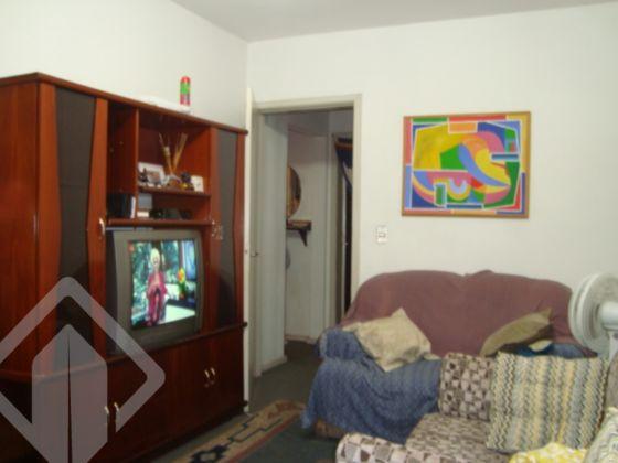 Apartamento térreo de 3 dormitórios, 1 suíte, living 2 ambientes, banheiro social, cozinha, área de serviço fechada com churrasqueira, prédio gradeado e muito bem localizado, em frente ao Bourbon Ipiranga. Aceita FGTS e financiamento.