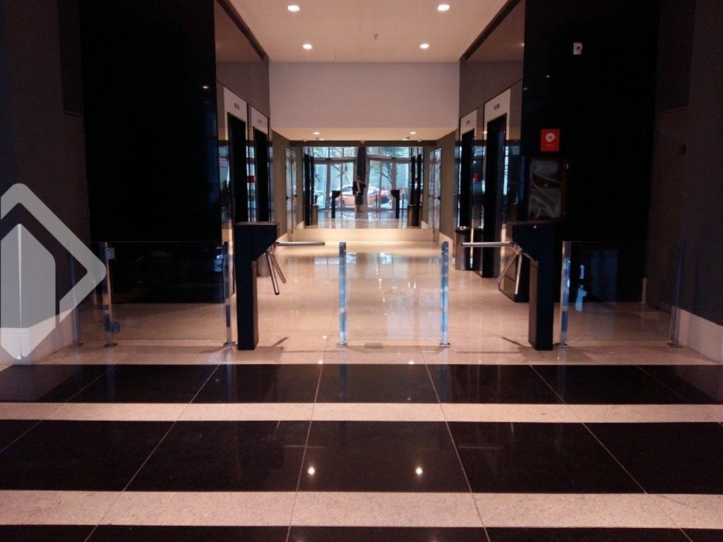 """Nova concepção  em empreendimento comercial, com o padrão de construção Melnick Even. Sala Comercial, 38.82 m área privativa, em andar alto, vista, possibilidade de compra da sala contígua, perfazendo quase 80 m de área privativa. São 9 andares com 22 salas  moduláveis, mais  4 andares de garagem, sala de reunião e auditório (mobiliado e decorado),  pavimento térreo com 06  sala, 4 elevadores.   Prédio imponente, com fachadas, revestida em pele de vidro .Em excelente localização, ao lado do hospital Moinhos de vento. Entrega prevista para Junho de 2015.  Veja com o corretora do imóvel esta e todas opções da Auxiliadora Predial. """"Estou disponível no WhatsApp. Adicione o telefone que aparece ao lado '."""