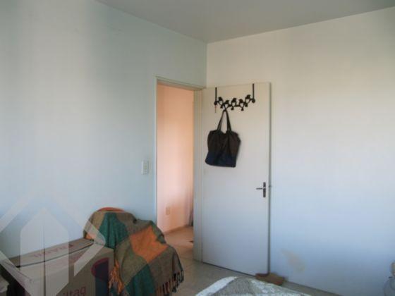 Excelente apartamento no Bairro Cristal, em Porto Alegre, no 14º andar, sol nascente, com belíssima vista para o Guaíba, com 03 amplos dormitórios, luz direta em todas as peças, muito arejado. Com uma garagem coberta, água quente, todo reformado, piso em cerâmica, ampla cozinha com copa e área de serviço. A bancada e os móveis feitos sob medida permanecem no apartamento. Gás central, duas redes elétricas: 110V e 220V, pontos de telefone e cabo em todas as peças em dois lados. Condomínio com portaria 24hs, salão de festas playground, quadra de esportes, academia terceirizada e quiosque com churrasqueira, jardins, na melhor localização do bairro, próximo a Campos Velho e o Barra Shopping.   Agende a sua visita com o corretor licenciado!! Também disponível pelo WhatsApp!