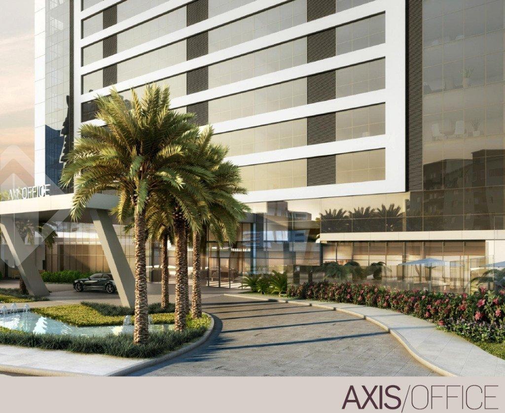 O PRIMEIRO BACK TO BACK DO BRASIL. Um conceito inteligente, que une residencial e comercial, com entradas independentes, garantindo aos ambientes conforto e privacidade. AXIS/OFFICE, localizado em um consolidado eixo de negócios acompanhando o potencial do mercado comercial e de frente para a Nova Carlos Gomes. Salas de 35 a 352m². Infra com: bistrô, lounge externo, aerobic center, 02 salas de reuniões,  foyer, auditório, 03 elevadores. AXIS/HOME, melhor opção de investimento todos os andares com vista privilegiada, permanente de frente para a Praça Cônego Alfredo Ody. Acesso de veículos estacionamento Smart Parking, o estacionamento perfeito para quem tem 1, 2 ou 3 carros. E para quem não tem, também. Se ao redor do AXIS o cliente tem tudo o que precisa na cidade, dentro tem facilidades exclusivas. Mais uma inovação exclusiva CYRELA. Fale com a corretora licenciada.
