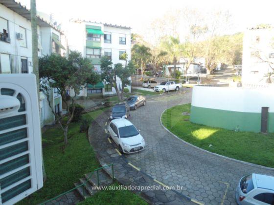 Lindo apartamento no Condomínio Cidade Jardim, no bairro Nonoai em Porto Alegre, com 60,65m² de área privativa, totalmente reformado, 2º andar/3º pavimento, lateral, com vista para o pátio central, sol da manhã, arejado, dois dormitórios ( o de casal com móveis planejados e split, o de solteiro com espera para ar, e ambos com cortina), amplo living com dois ambientes (com split, cortina, e rack com painel para TV), banheiro completo (móveis, box, chuveiro e metais em inox), circulação, cozinha americana (com móveis planejados, fogão cooktop, forno elétrico e coifa), área de serviço com armário, tubulação para água quente, junker, e duas vagas de estacionamento (uma por convenção condominial e outra rotativa). Condomínio muito bem cuidado, com excelente área verde, churrasqueiras coletivas, salão de festas, playground, quadra de esportes, vigilância, portaria 24 hrs e circuito de TV entre outros benefícios!Aceita FGTS e financiamento. Marque já sua visita com a corretora licenciada da Agência Centro.Estou também no WhatsApp no celular ao lado!