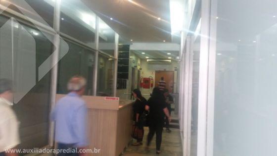 Ótima sala comercial no Centro de Porto Alegre, reformada, mobiliada, andar alto. Contate agora mesmo com o corretor abaixo, licenciado da Auxiliadora Predial agência Centro !