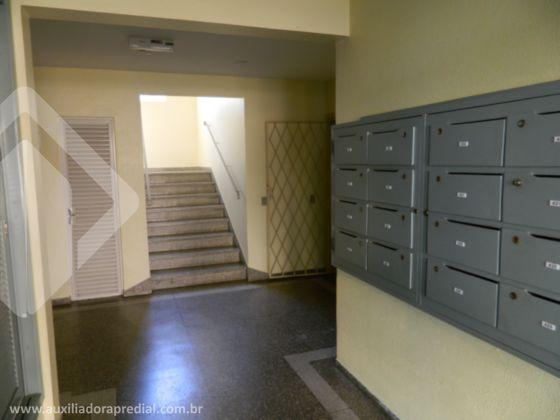 Apartamento, 1 quarto, 1 vaga de garagem escriturada, reformado, 3º andar, prédio com portaria 24 horas e salão de festas.