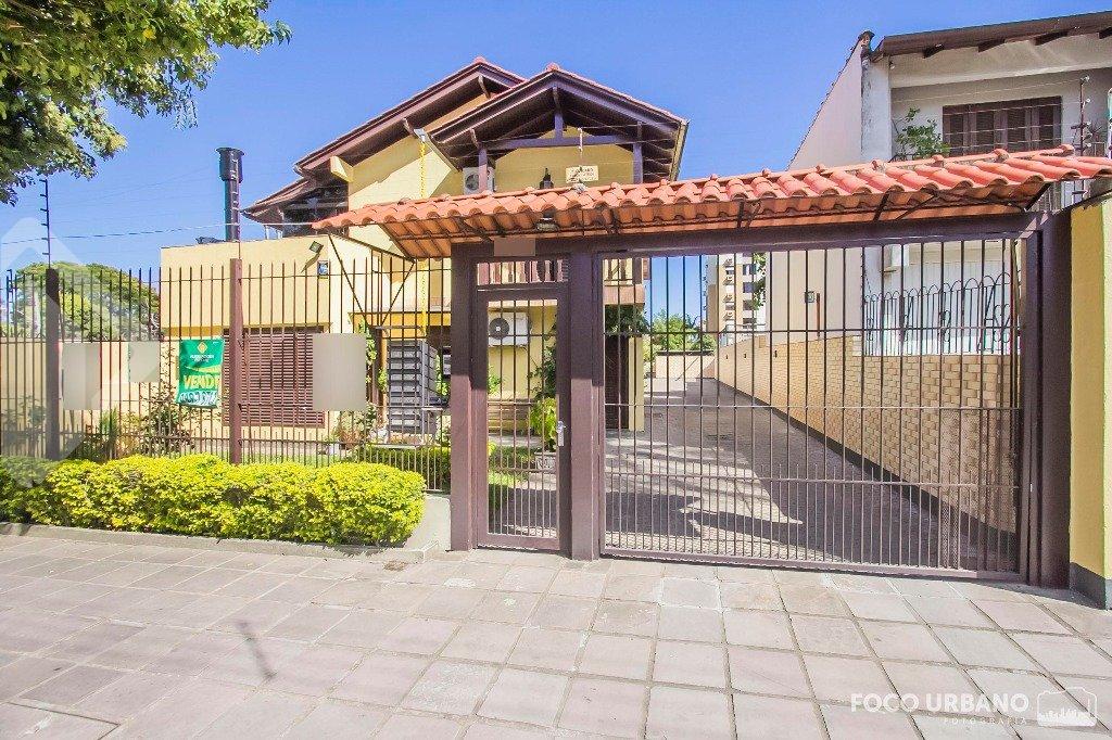 Casa em Condomínio , Rua Florinha no bairro Cavalhada, 02 quartos, 1 suíte, living 02 ambientes, copa cozinha, 02 sacadas, cozinha montada, 01 vaga de garagem. Agende visita.