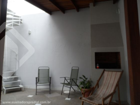 Casa de 2 dormitórios à venda em Medianeira, Porto Alegre - RS