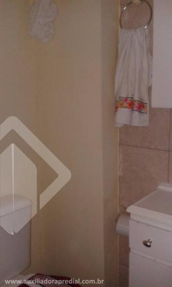 Aparamento 02 dormitórios, sala, cozinha e banheiro. Em condomínio com portaria 24 horas, slão de festas e vaga rotativa. Venha conferir.