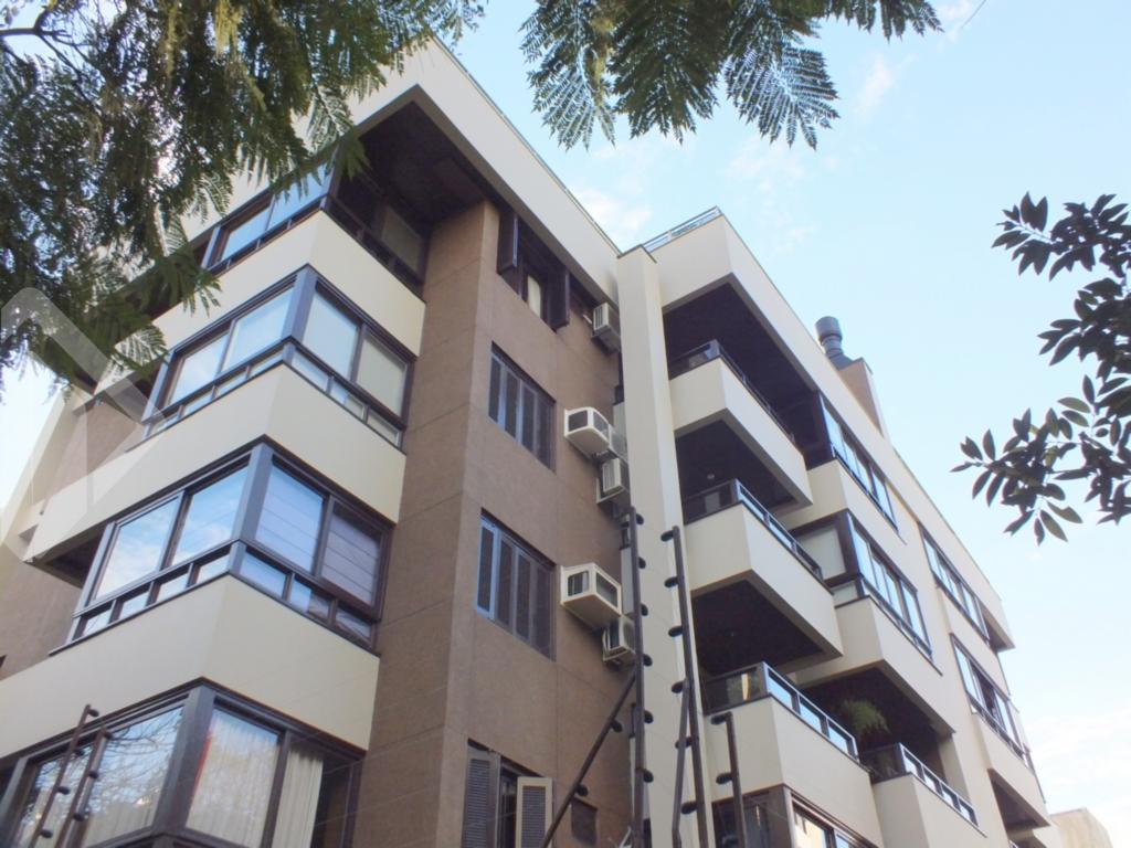 """AUXILIADORA PREDIAL - Ag. Bela Vista vende...  MARAVILHOSA COBERTURA, PRONTA PARA MORAR com baixo custo condominial.  Para quem vem de uma casa,  acostumado a  morar  com  muito espaço interno e ao ar livre, em uma localização TOP, em um dos bairros mais valorizados da cidade ( MONT SERRAT ) , a apenas duas quadras do ZAFFARI da Anita.  De frente, em prédio impecável ,  com poucas unidades,  com orientação solar privilegiada ( Leste/Oeste/Sul ), ventilação cruzada e uma bela vista para todos os lados. Imóvel entregue TOTALMENTE MOBILIADO ( fica absolutamente TUDO ) com mobília projetada por decorador, tudo em estado de novo. São 297m2 privativos distribuídos em um projeto excepcional, com  living  para 2 ambientes, piso em tabão , pé direito alto ( 5 metros ),  com lindo teto  vergado em estilo Europeu com estrutura em madeira de lei aparente,  mais sacadão fechado, usado como gabinete.  Ampla copa / cozinha em  """" L """",  totalmente montada e equipada com  enorme área de serviço separada, dependência/dispensa, banheiro auxiliar e lavabo ( TODOS os banheiros com ventilação direta e iluminação natural ), mais 3 dormitórios (convertidos em 2 suiíes ), sendo uma máster, com hidro e dois sacadões, um fechado e  outra aberto , de frente . Subida  ao nível  superior por escada em madeira com 3 lances,  acessando lindo salão , todo envidraçado que abriga 4 ambientes bem distintos. Estar com lareira, espaço de TV ( Home Theater), sala de jantar e lindo bar em madeira, anexo a maravilhoso espaço gourmet com churrasqueira, mais segundo lavabo. Ainda na parte superior,  área descoberta, muito ensolarada, com espera para piscina e vista exuberante para o Guaíba.  Possui ainda  2 vagas de garagem lado a lado, cobertas e escrituradas.  Localizado em rua agradável e arborizada, ao lado de todos os recursos do bairro Mont Serrat como, academias, pet shops, bancos, farmácias, super mercado, laboratório, lavanderia, postos de abastecimento,  farta rede de transporte publico, o prédio de"""