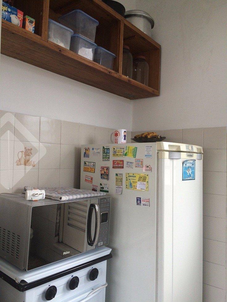 Apartamento único - diferenciado com terraço privativo . O apartamento tem os ambientes distintos;  Sala, Cozinha, Dormitório e Banheiro. Pela Sala, dá-se acesso ao TERRAÇO, com extensão de todo o apartamento (excelente!).