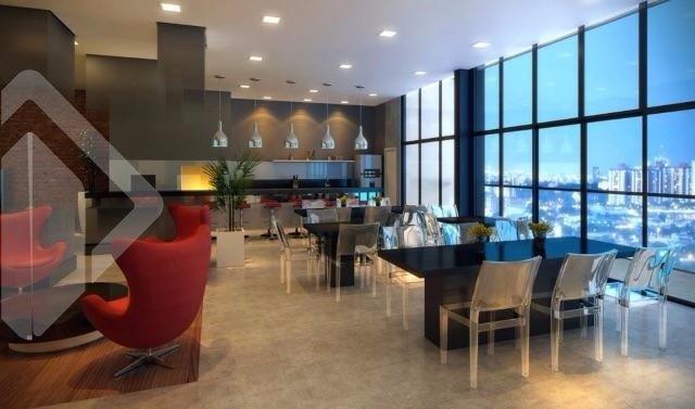 Auxiliadora Predial vende  um excelente apartamento com dois dormitórios, sendo 01 suite, semi mobiliado (armários da cozinha, living, dormitórios e banheiro), com toda infra estrutura e vaga para dois carros.