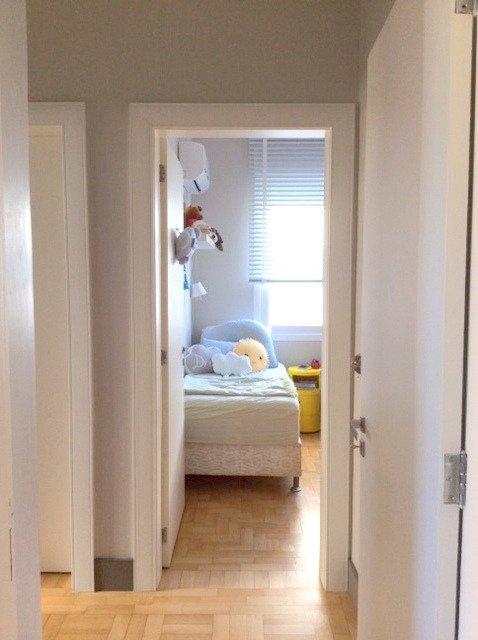 ..Apto tradicional de 2 dormitórios com dependência de empregada,cozinha integrada de super com gosto ,dormitório com armário,wc auxiliar ,todo reformado,entrar e morar,com uma vaga coberta.Agende sua visita com a agenciadora
