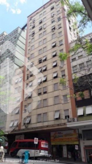 Ótimo apartamento de 01 dormitório no coração de Porto Alegre, prédio muito bem conservado, portaria 24 hs. Imóvel totalmente reformado, de fundos, abertutas todas novas (janela, portas, marcos) cozinha mobiliada, hall de entrada do apartamento,  livig separado com estante sob medida, banheiro reformado com box de vidro, elétrica toda nova voltagem 110 X 220, hidráulica toda deita, espera para ar condicionado, gás central. Vale a pena visitar, contate corretor licenciado ou chame por whats.