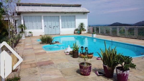 Casa 2 quartos para alugar no bairro Vila Nova, em Porto Alegre