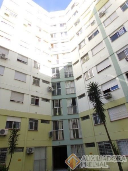 Apartamento 1 quarto para alugar no bairro Camaqua, em Porto Alegre