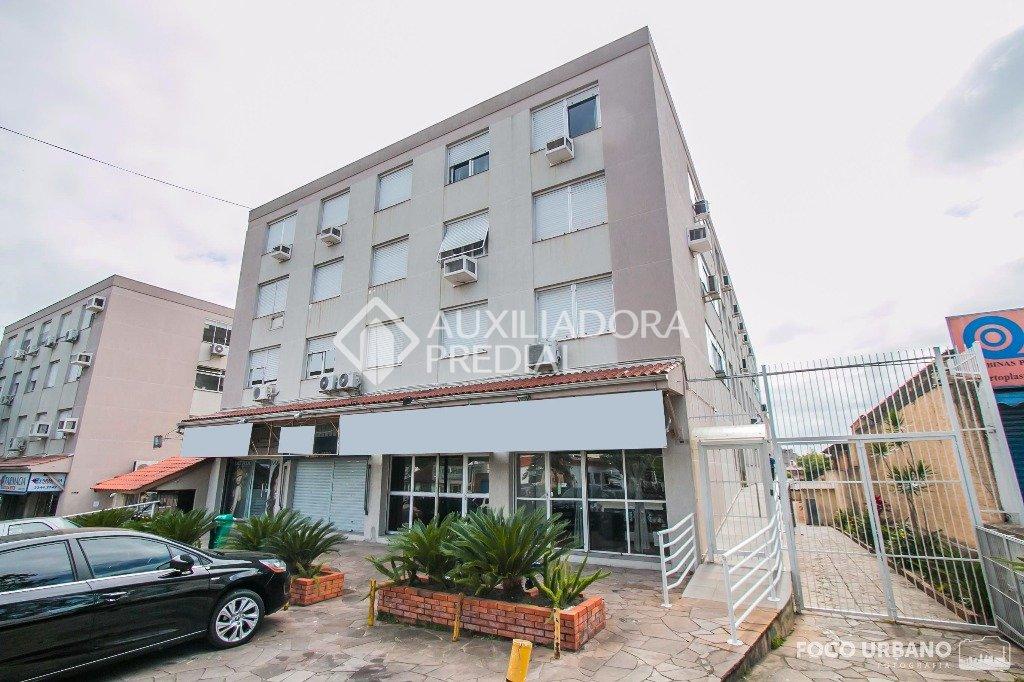 Apartamento 2 dormitórios com 1 vaga na Vila Ipiranga em Porto Alegre. Ótimo apartamento, último andar, sol da manhã, espaçoso, 69m2 de área privativa, parquet em perfeitas condições, janelas com persianas, composto de 2 dormitórios, banheiro social, sala de estar, cozinha e área de serviço ampla, split instalado na sala e no dormitório, chuveiro elétrico. Possui 1 vaga de garagem escriturada e coberta com depósito. Condomínio com portaria 24h, quadra esportiva, playground e salão de festas com churrasqueiras. Localizado próximo ao Parque Germânia, Iguatemi, Bourbon Wallig e Assis Brasil, todos os serviços no entorno. Aceita financiamento e FGTS. Agende uma visita com corretor credenciado Auxiliadora Predial.