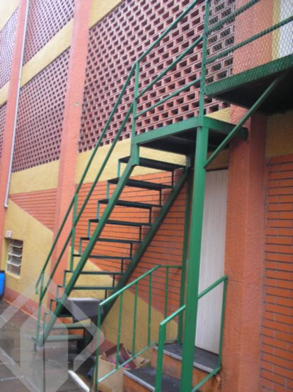 Box/garagem 1 quarto à venda no bairro Navegantes, em Porto Alegre