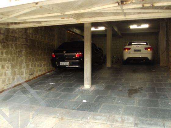 Excelente casa, de esquina, próxima ao Iguatemi e Bourbon Country, com 04 dormitórios, piscina , salão de festas e garagem fechada para 04 carros