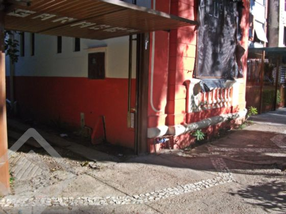 Ótimo terreno no bairro Cidade Baixa, em Porto Alegre, de 6.60m² x 50m², com estacionamento funcionando, possui casa de alvenaria antiga com frente tombada.  Agende sua visita! Também disponível pelo WhatsApp ao lado!!