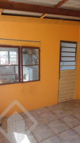 Bela e ampla casa no bairro Teresópolis com 04 dormitórios, suíte, lavabo, garagem para 04 carros, amplo living, ampla cozinha americana, área de serviço,  terreno com 296m². Venha conferir