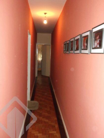 Apartamento no Centro de Porto Alegre, amplo, com hall, living 02 ambientes, banheiro social, cozinha, área de serviço, dependência de empregada com banheiro. Prédio com salão de festas. Possibilidade de locação de garagem nas proximidades.  Agende sua visita! Também atendemos pelo WhatsApp!!!