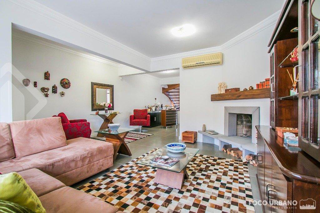 Casa 4 quartos à venda no bairro Chácara das Pedras, em Porto Alegre
