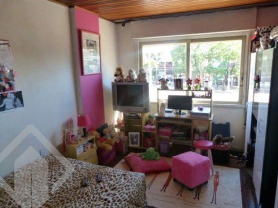 Excelente apartamento, com 5 dormitórios, living 2 ambientes, peças amplas, cozinha, area de serviço, banheiro social, 178 m2 de área privativa, ótima posição solar, mobiliado, em boa  localização, predio com salão de festas