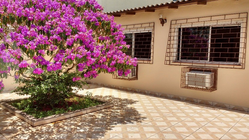 Casa 4 quartos à venda no bairro Santo Antônio, em Porto Alegre